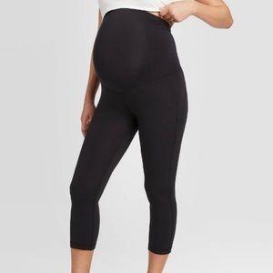 NWOT Isabel black active wear crop pants XS
